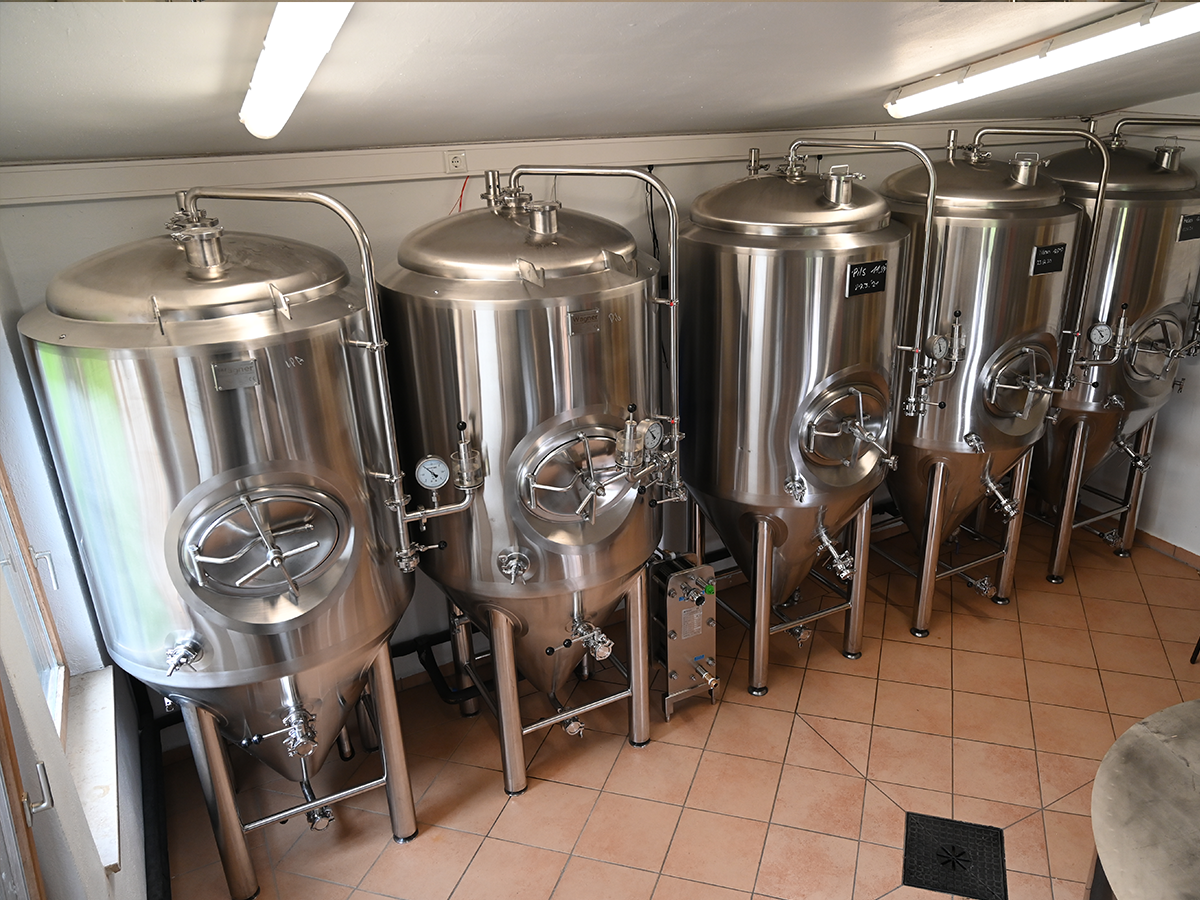 https://harzer-craft-bier.de/wp-content/uploads/2021/06/Ueber_Uns_Bild_Tanks.png